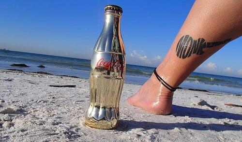coca cola sur la plage