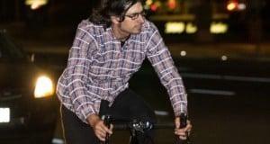Une_chemise_traditionnelle_qui_rend_les_cyclistes_visibles_la_nuit