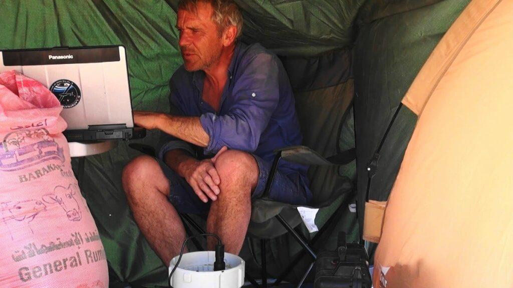 gauthier toulemonde dans sa tente - télétravailleur de l'extrême