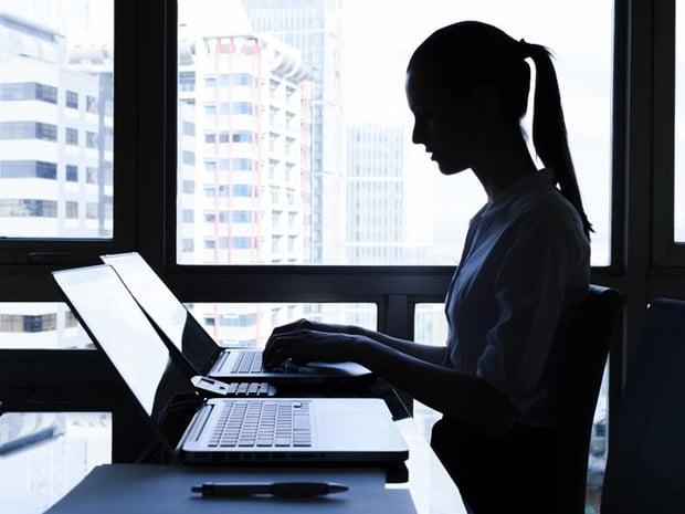 femme ordinateur