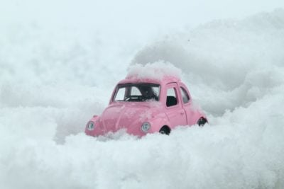 Voiture sous la neige